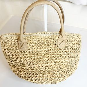LIKE NEW SUMMER STRAW RAW ROUND LEATHER HANDLE BAG